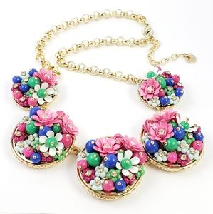 NWOT! Trifari Statement Necklace Flowers